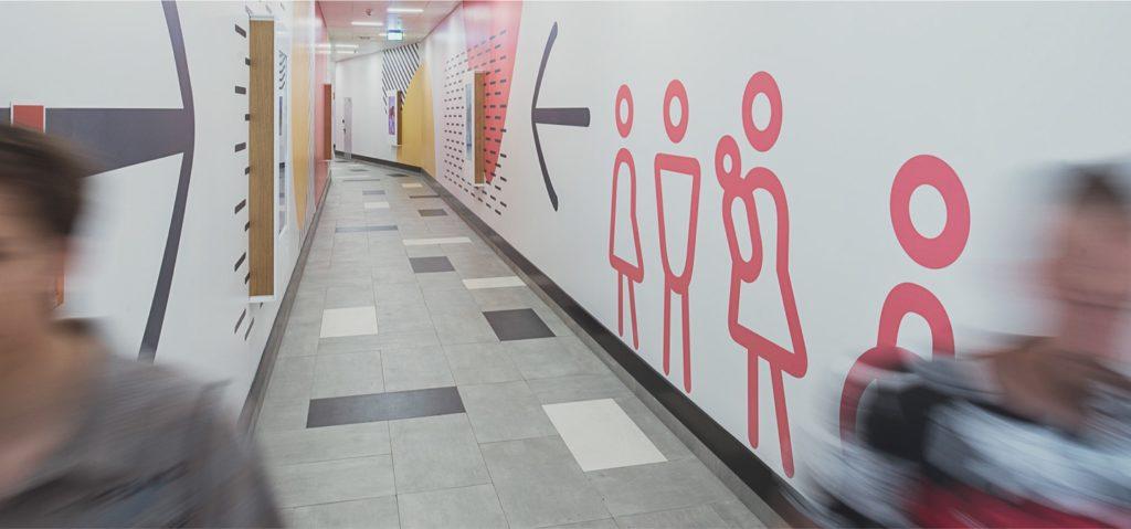 wayfinding-signs-shopping-corridor