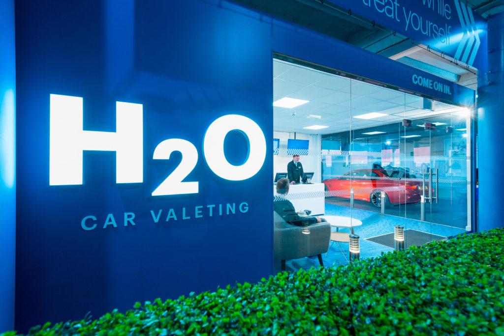 h20-illuminated-shop-signage